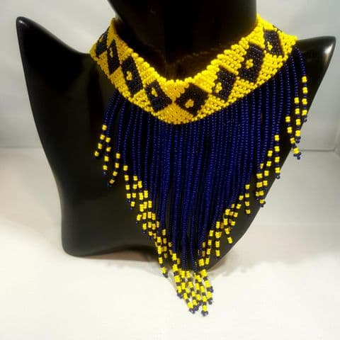 Beaded Necklace v Short Barbados Diamonds